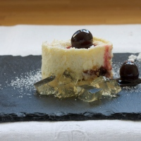 Amarena cherry cheesecakes with lemon jelly